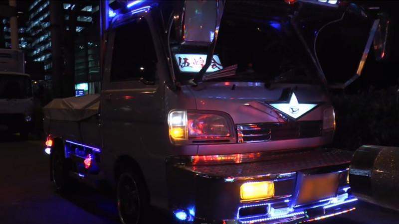 """Mit dem """"Deko-Truck"""" durch die Nacht von Tokyo"""