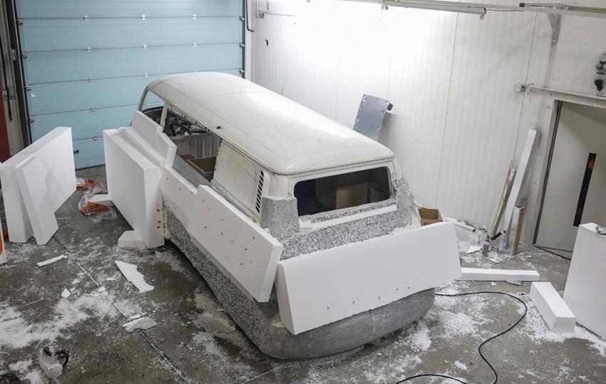 _VW-Bulli-T2b-Erwin-Wurm-10
