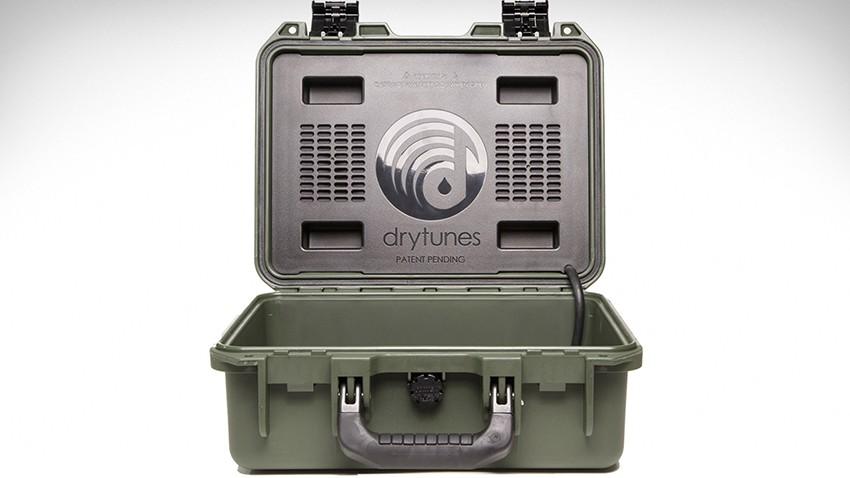 _Drytunes-Wasserfester-Koffer-Lautsprecher-03