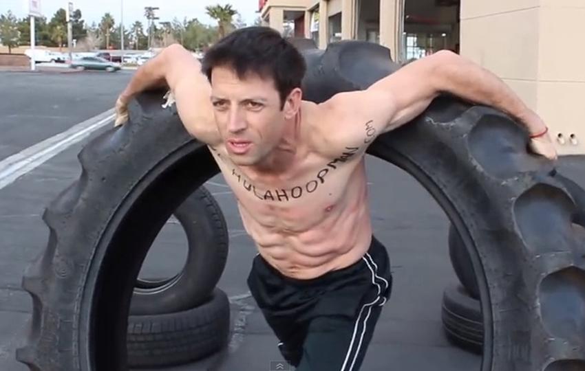 Hula-Hoop-Man-Dizzy-Hips-Paul-Blair-Traktorreifen