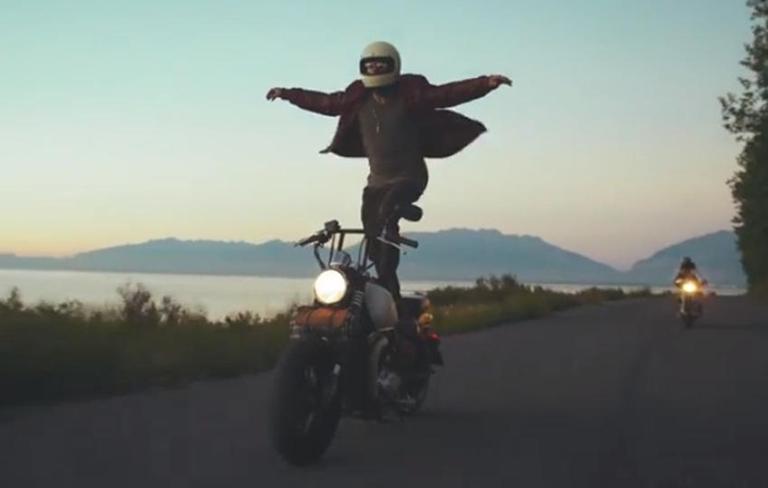 Motorcycling-Surfers-Skat-Skating-Surfer-Utah-Motorrad-01