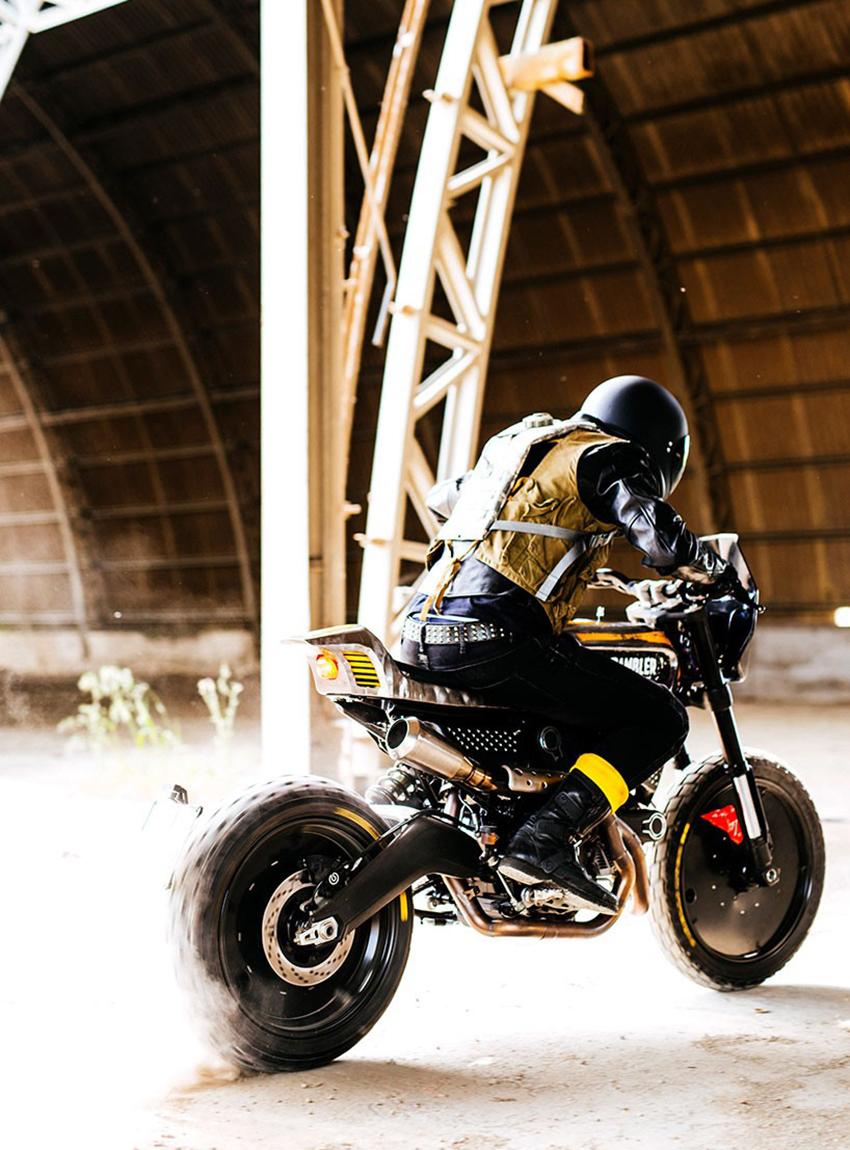 _Pirelli Ducati SC-Rumbler Scrambler Wheels and Waves Motorrad 04