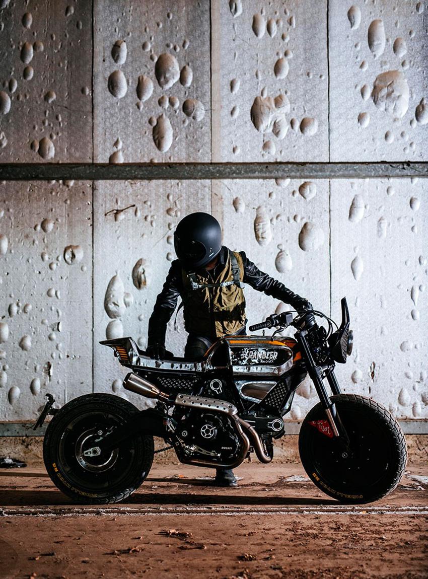 _Pirelli Ducati SC-Rumbler Scrambler Wheels and Waves Motorrad 05