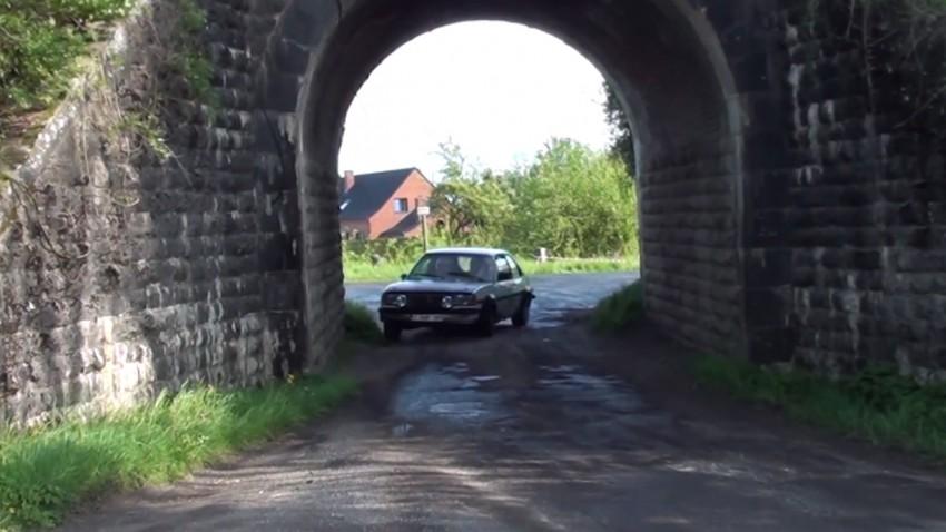 Was macht ein Opel im Tunnel?