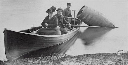Wikicommons-Annie-Edson-Taylor-Niagara-Faelle-Stunt-Fass-02