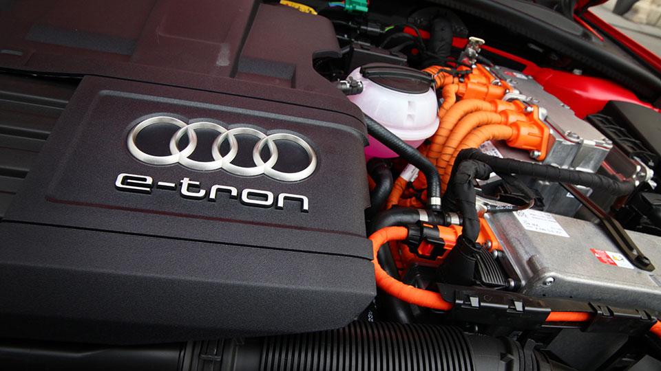 Audi-A3-e---tron--22-AR