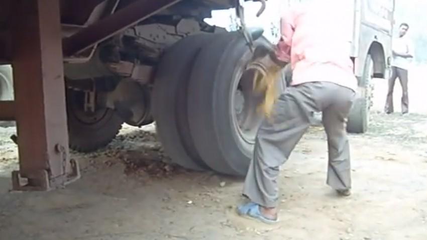 Lkw-Panne in Indien? Ein Stück Seil genügt