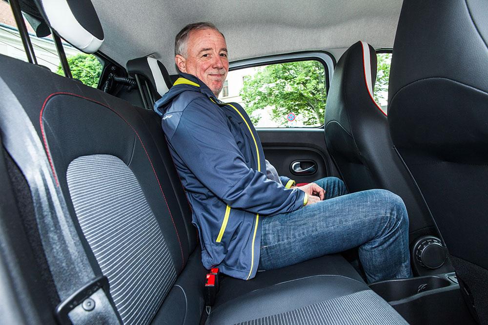 Renault Twingo TCe 90 Intens 2015 interieur hinten innen