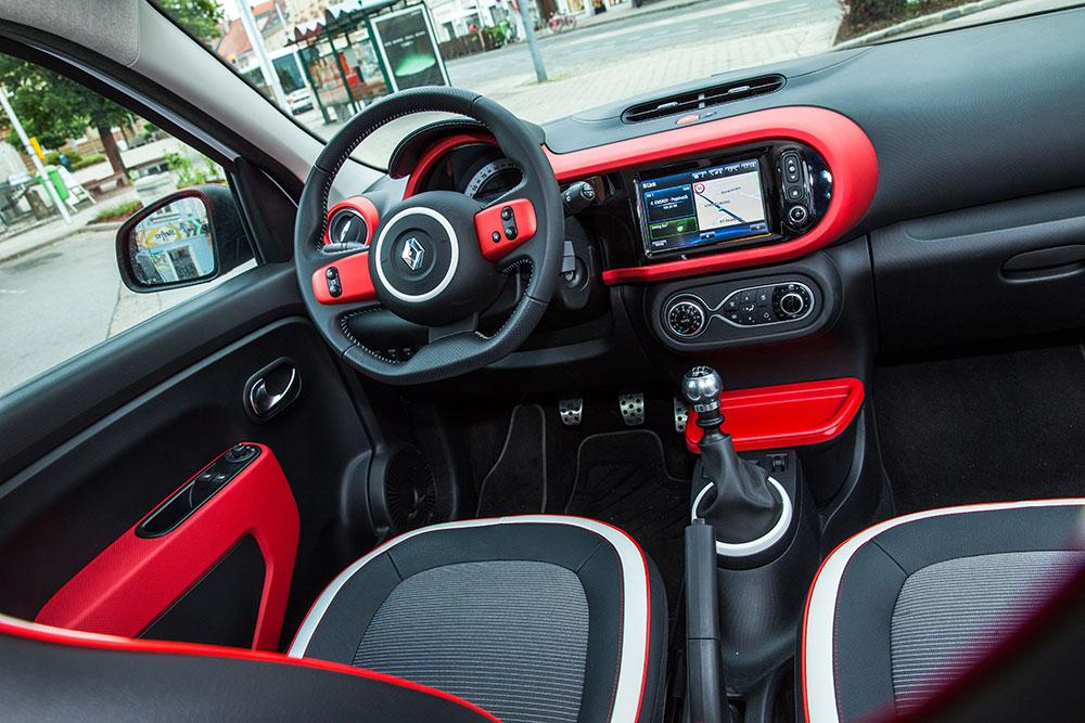 Renault Twingo TCe 90 Intens 2015 innenraum mittelkonsole armaturen sitze lenkrad