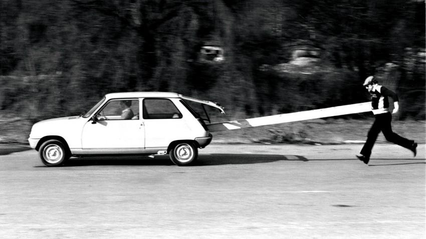 Was muss man beim Anschieben des Autos beachten?