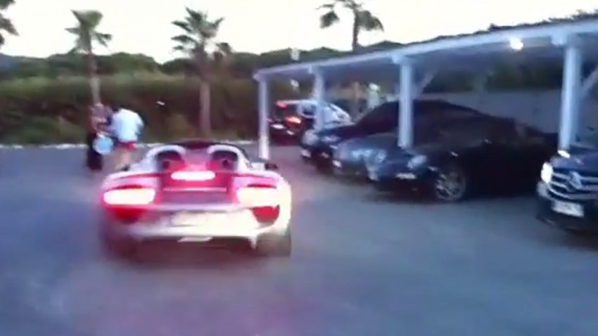 Echt peinlich! Porsche-Crash in St. Tropez