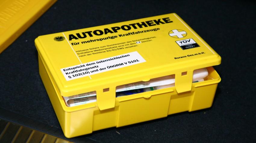 Verbandskasten fürs Auto: Das muss in den Erste-Hilfe-Koffer