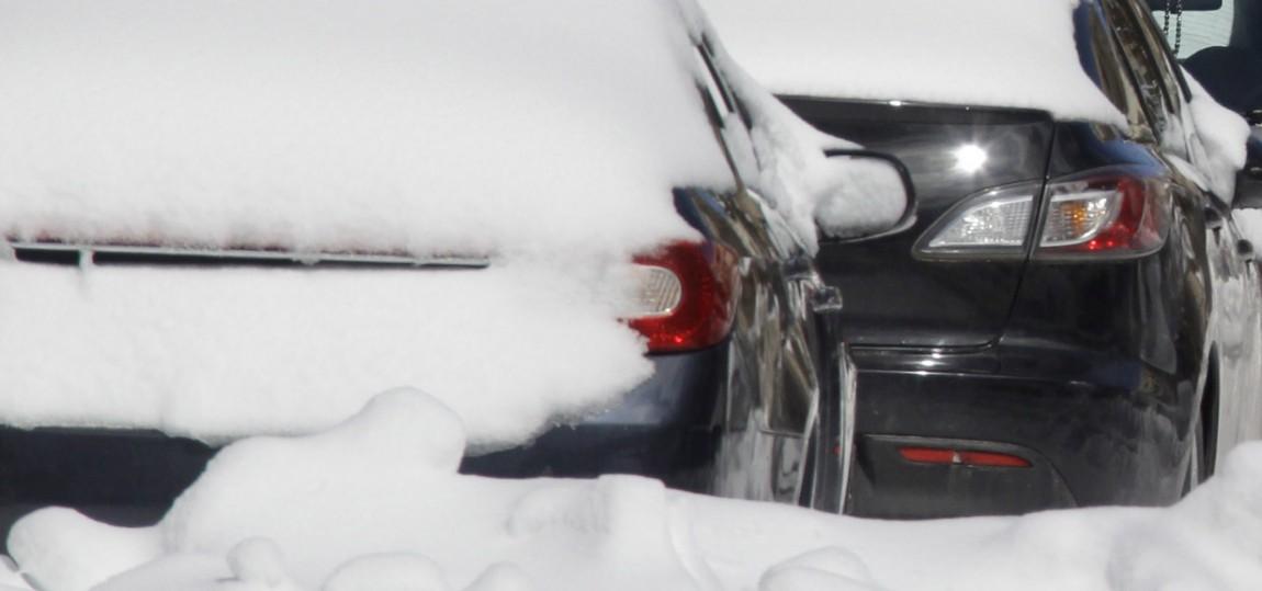 Was tun, wenn das Auto im Schnee feststeckt?