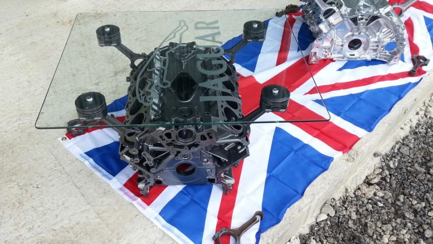 Jaguar-Motor wird zum Couchtisch