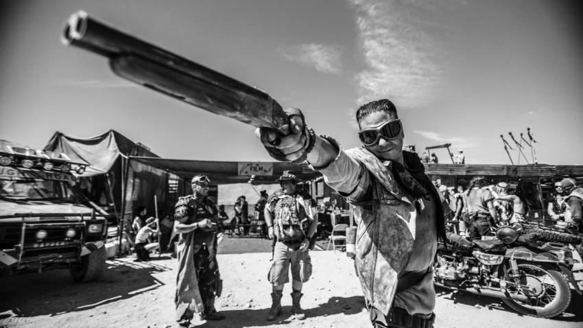 Mad Max-Cosplay in der kalifornischen Wüste