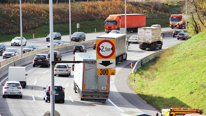 2 vs. 2,1 Meter Breite auf Autobahnbaustellen