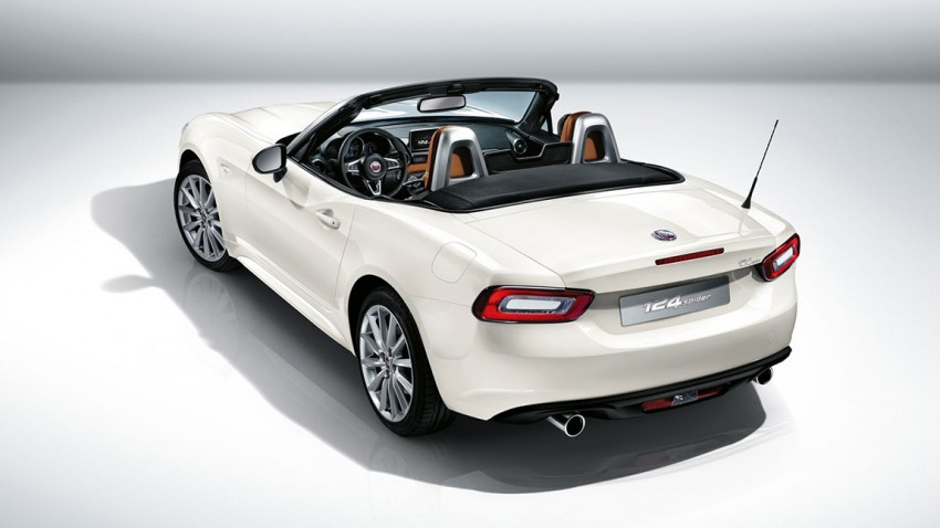 Fiat 124 Spider 2016 white hinten heck rear open taillights