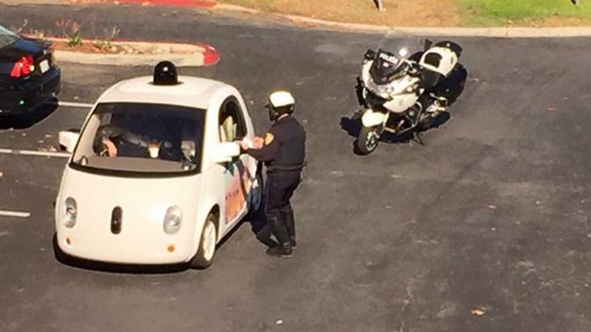 Selbstfahrendes Google-Auto von Polizei angehalten