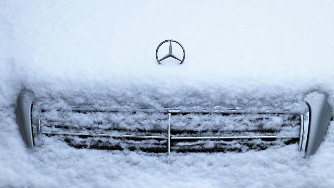 Autofahren im Winter: 9 Tipps für die Fahrt auf Schnee und Eis