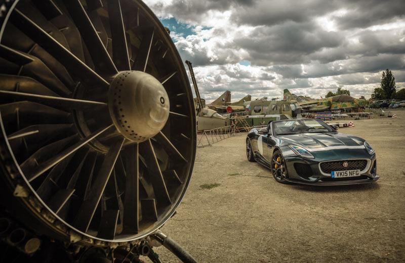 sammelfoto-Jaguar-F-Type-SKARWAN