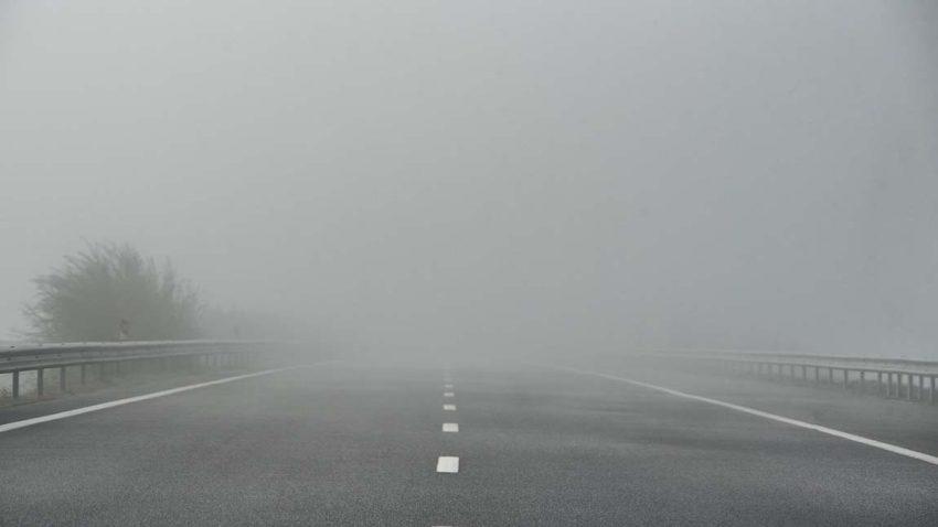 Autofahren bei Nebel: 5 Tipps zum richtigen Fahrverhalten