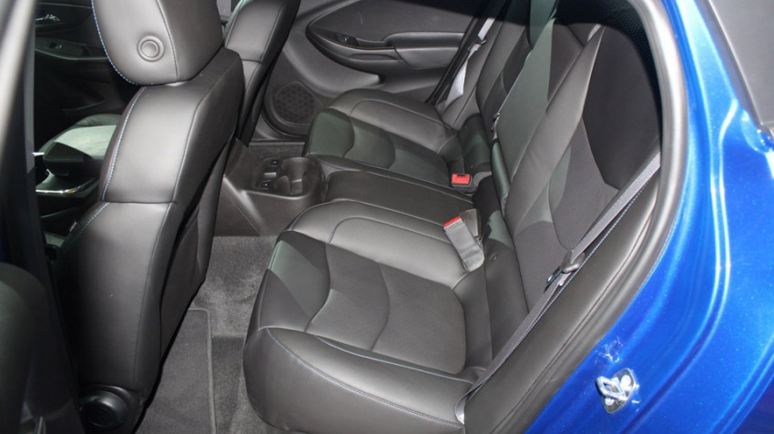 Chevrolet-Volt-2016-(3)
