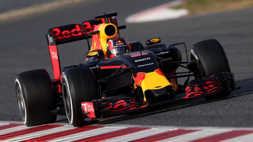 Daniil-Kvyat-im-Red-Bull-RB12