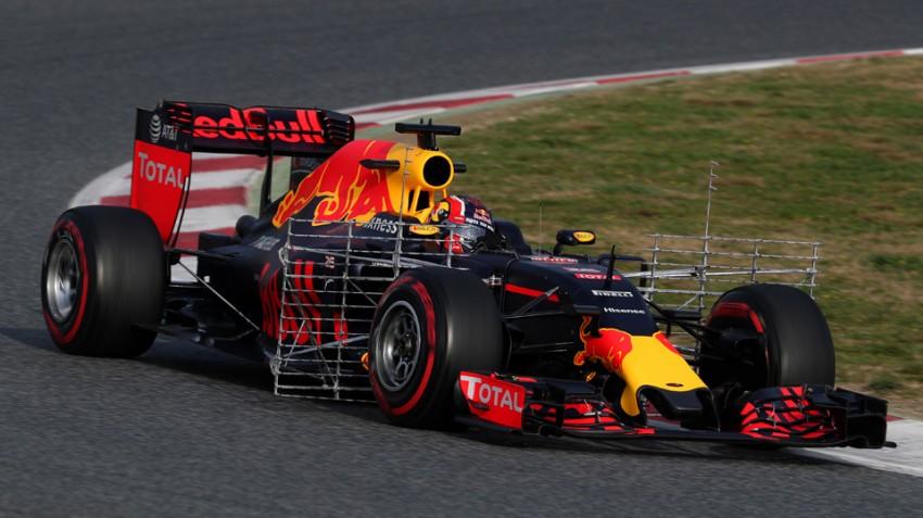 Daniil-Kvyat-im-Red-Bull-RB12-Bild2