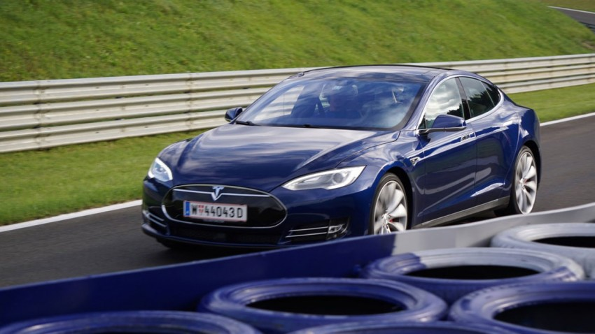 Supertest 2015: Tesla Model S P85D