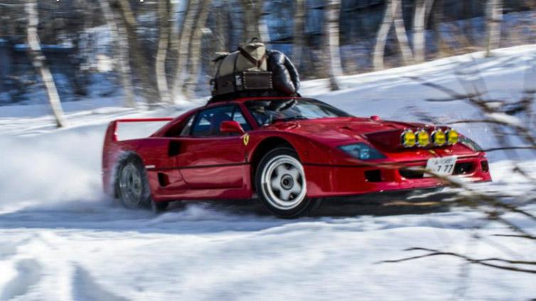 Nichts macht so viel Spaß wie ein Ferrari F40 ... im Schnee!