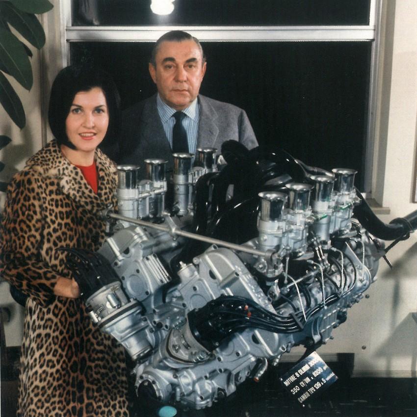 Mit Anneliese am 8-Zylinder-Motor