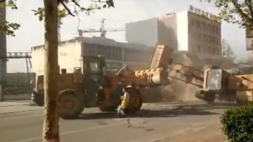 Bulldozer-Fight in China