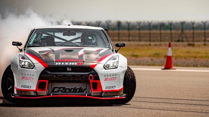 Seitwärts mit 305 km/h : Drift-Weltrekord im Nissan GT-R