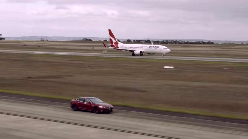 Tesla Model S P90D vs. Boeing 737