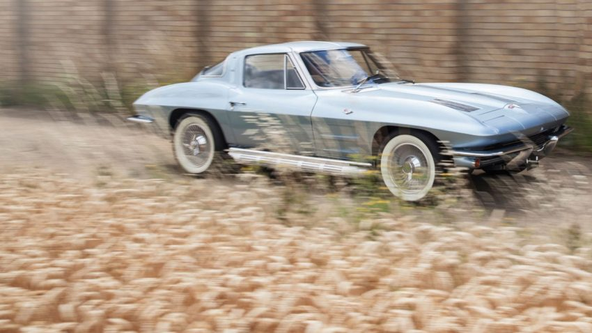 1963-Chevrolet-Corvette-Sting-Ray-Split-Window-Coupe (1)