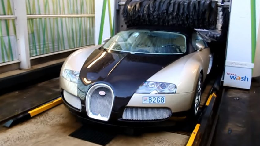 Mit dem Bugatti Veyron in die Waschanlage