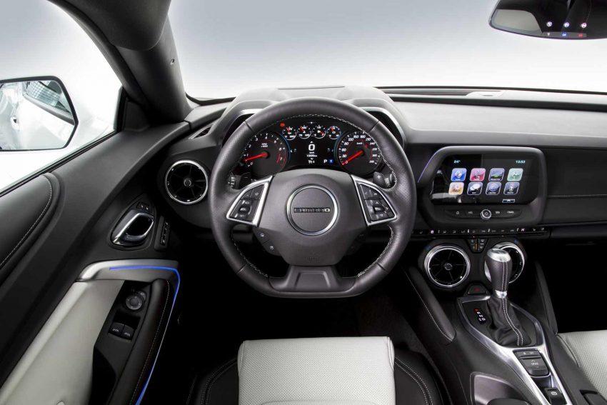Chevrolet-Camaro-Coupe-V8 (10)