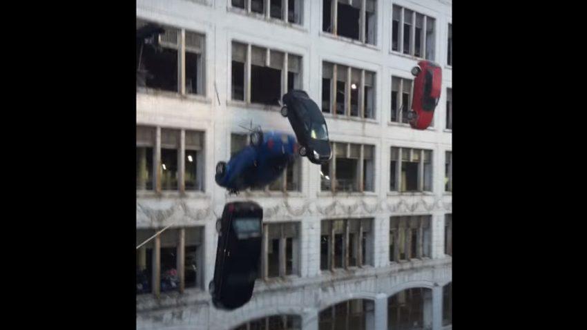 Wenn Autos von Gebäuden fallen und in der Eiswüste explodieren ...