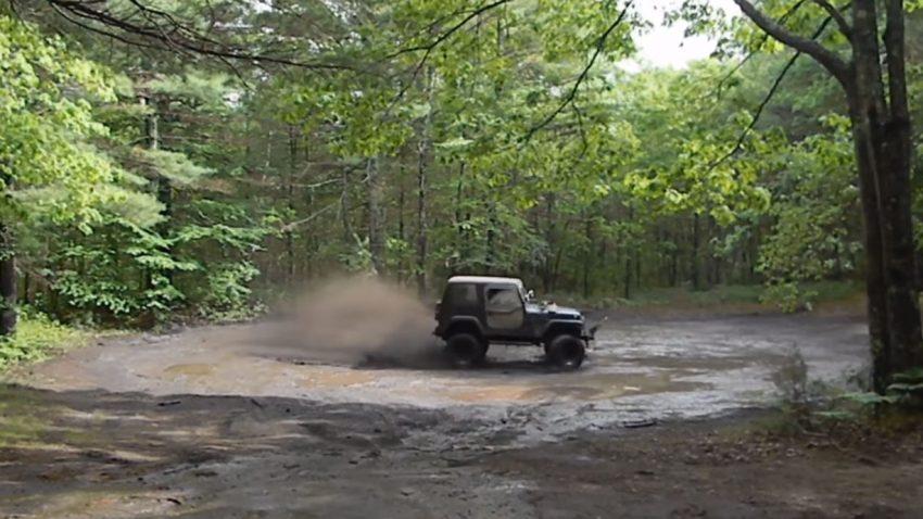Es röhrt im Wald der V8-Jeep