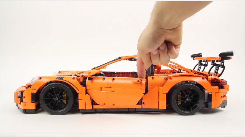 So lange dauert es, den LEGO Porsche 911 GT3 RS aus 2.704 Teilen zusammenzubauen