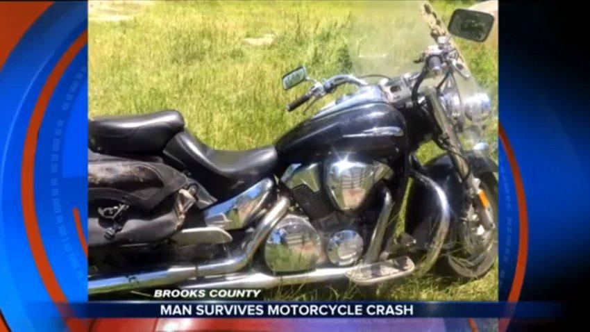 Mann überlebte 8 Tage unter Motorrad eingeklemmt