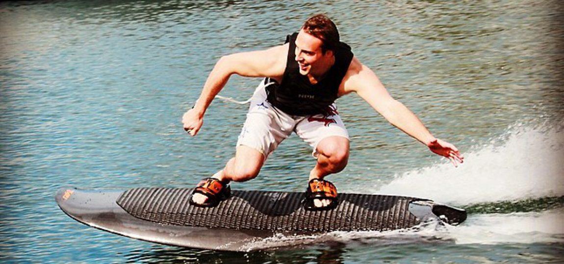 Mit diesem Elektro-Board braucht man zum Surfen keine Wellen mehr