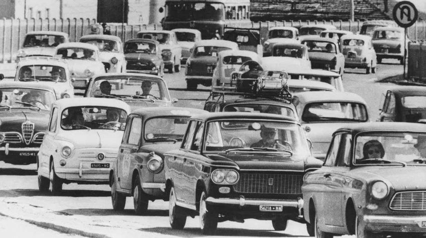 Auch im Sommer 1963 gab es die üblichen Staus. Hier auf den Straßen vor Mailand.
