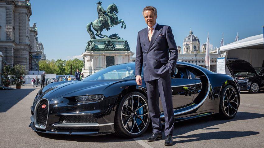 Wolfgang Dürheimer studierte Fahrzeugtechnik in München und startete seine Laufbahn bei BMW in der Motorradabteilung. 1999 kam er zu Porsche, 2001 wurde er Entwicklungsleiter, unter seiner Führung entstanden u.a. der Cayenne, Panamera und der 918 Spider. 2011 wurde er CEO von Bentley und Bugatti. Nach einem kurzen Intermezzo als Entwicklungschef von Audi kehrte er 2014 in diese Position zurück.