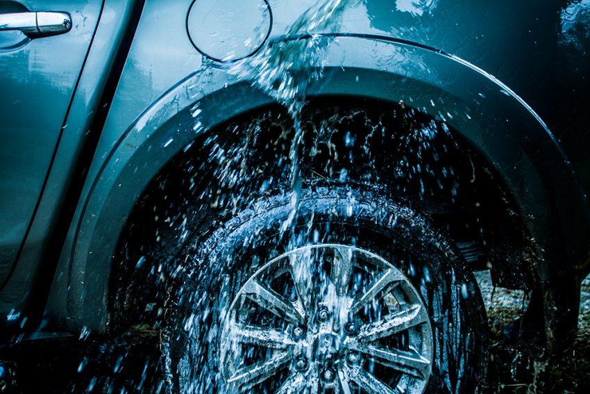 Mitsubishi-L200-mit-allen-wassern-gewaschen-63