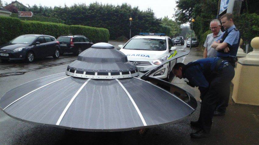 Irische Polizei verfolgt fahrende Untertasse