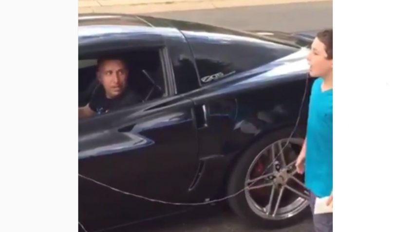 Dieser Vater zieht den Zahn seines Sohnes ... mit einer Corvette