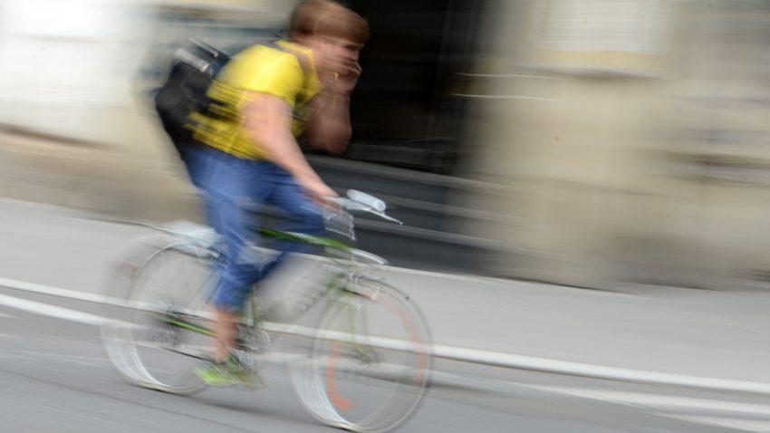 5-radfahren-telefonieren-helmut-fohringer-apa-picturedesk