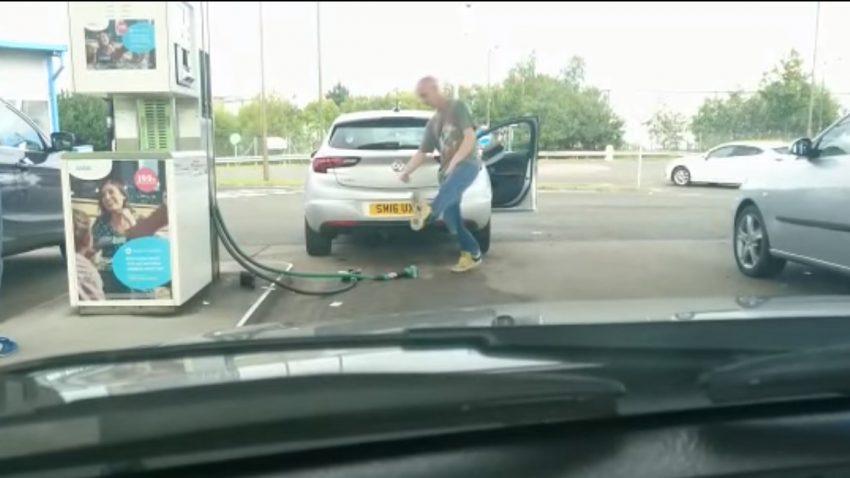 Wie man sich an der Tankstelle (oder irgendwo sonst) NICHT verhalten sollte