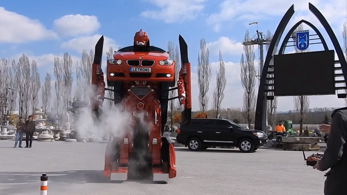 Türkische Firma baut lebensgroße Transformer
